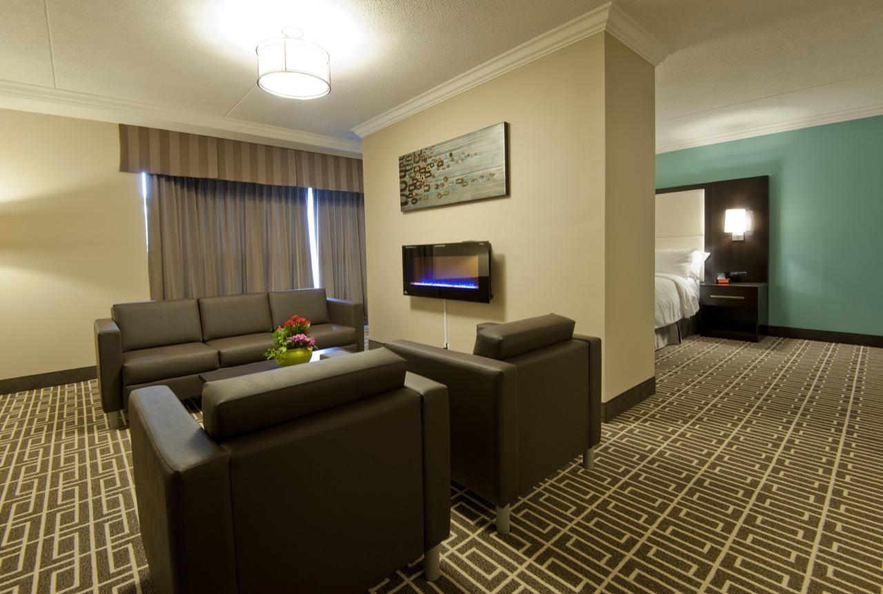 Luxury Hotel Suite with Jacuzzi Hot Tub Hamilton Ontario